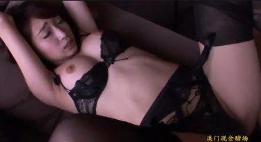 黒エロランジェリーを着用したスレンダーボディとホテルで濃厚ハメ撮り動画!