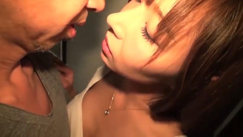 【カンパニー松尾】エロ監督とのハメ撮りに喜ぶ人妻